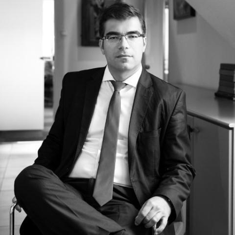 Dr. Garadnai Tibor